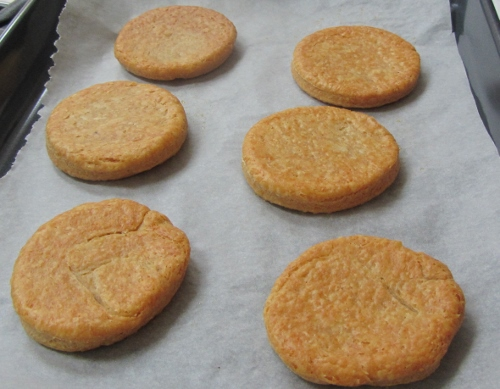 cheese biscuits (500x389)