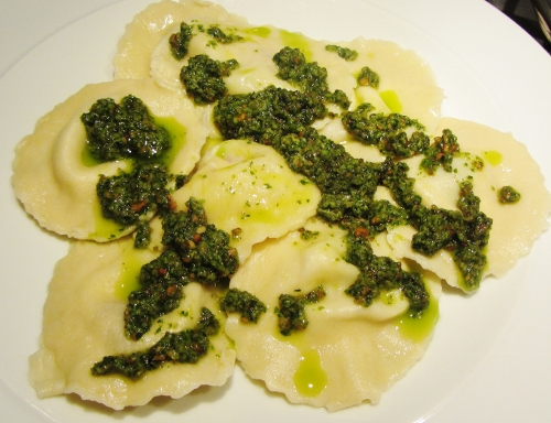 basil & sundried tomato ravioli with sunflower seed pesto (500x384)
