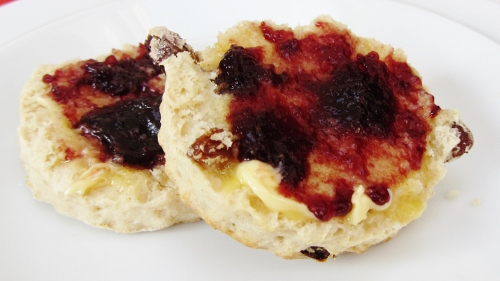 Fruit scone (500x281)