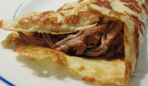 pulled pork in rolled pancake (500x292)