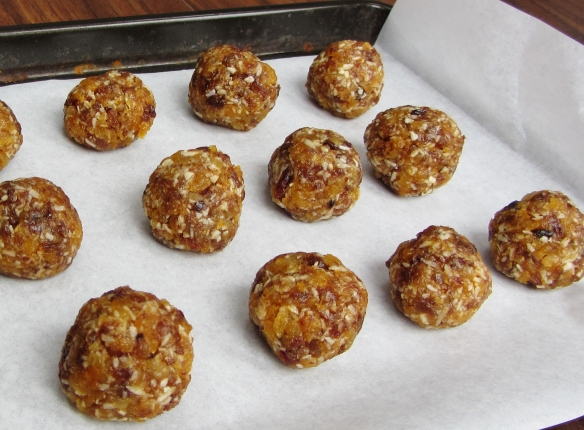 apricot and sultana energy balls with coconut oil